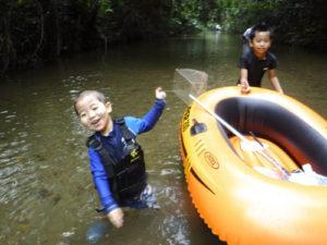清流川遊びをしながらの川エビ採り